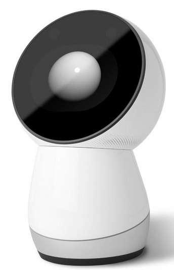Le robot familial Jibo peut pivoter mais n'est pas vraiment mobile et encore moins humanoïde. Mais il reconnaît ses interlocuteurs et interagit avec eux de façon personnalisée grâce à sa voix et son écran tactile. Il peut aussi prendre des photos, jouer les assistants personnels pour délivrer des messages ou des rappels de calendrier. © Jibo