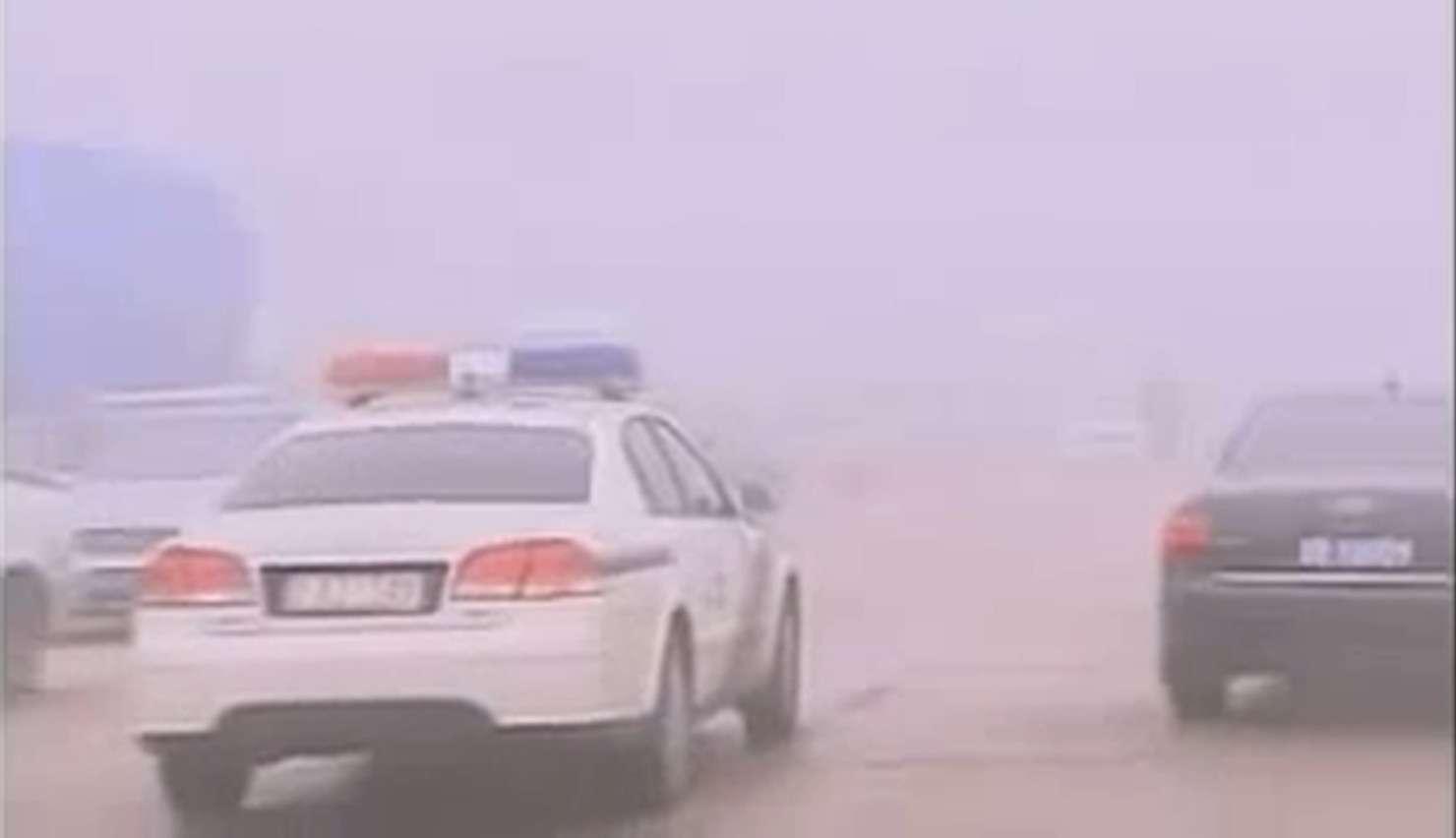 Un smog épais a littéralement paralysé la ville d'Harbin située dans le nord de la Chine. Si actuellement la qualité de l'air s'améliore, on ne peut pas en dire autant pour les villes voisines. À Changchun, l'indice de qualité de l'air a atteint la valeur maximale, indiquant qu'il est dangereux de respirer l'air extérieur. © Capture d'écran, TVonline, YouTube