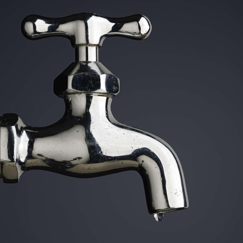 L'eau du robinet n'est pas de l'eau distillée. © Milos Luzanin