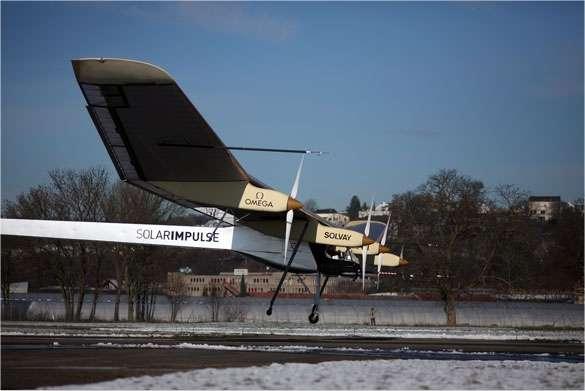 Un saut de puce pour un avion entièrement réinventé et qui, l'an prochain, volera à la seule force du soleil, pour, un jour, faire le tour du monde. © Solar Impulse