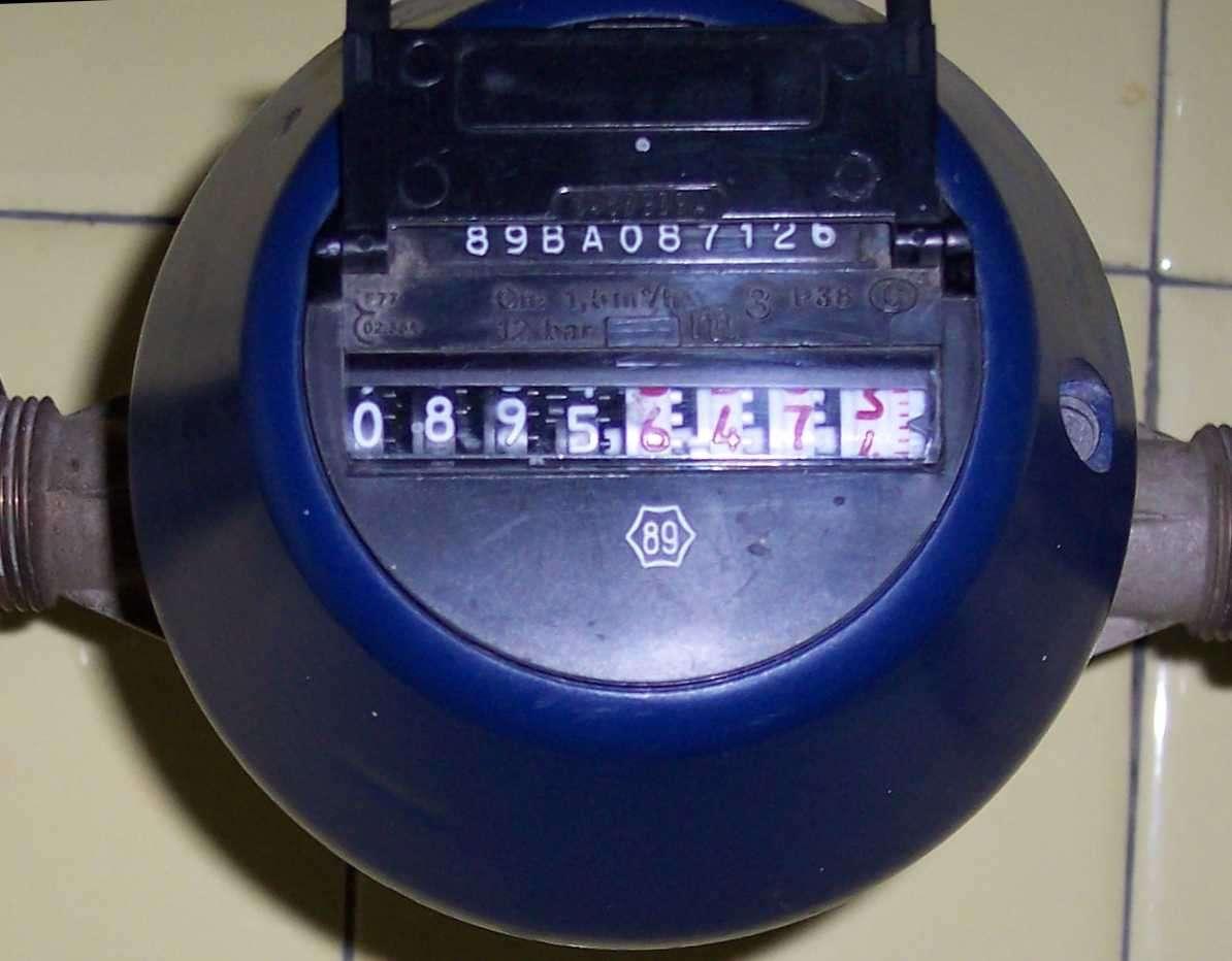 Le compteur d'eau permet de mesurer la consommation d'une installation. © Patschw, Domaine public, Wikimedia Commons