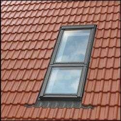 Dans le domaine de la construction, la bavette protège par exemple le devant d'une fenêtre. © DR