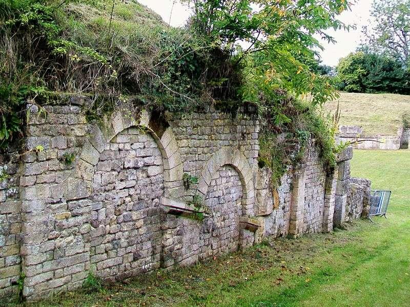 Le mur de soutènement contient des terres dans un espace confiné. © P.poschadel, CC BY-SA 2.0, Wikimedia Commons