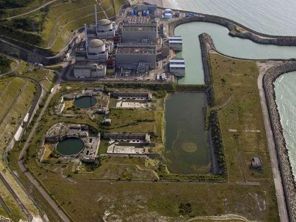 La centrale nucléaire de Penly (Seine-Maritime, région de Haute-Normandie) comporte deux réacteurs REP (à eau pressurisée). Entre Dieppe et le Tréport, elle est installée sur les communes de Saint-Martin-en-Campagne et de Penly. La centrale s'étend sur 230 hectares, dont 70 gagnés sur la mer. © EDF