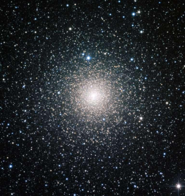 Cette image a été prise à l'aide du télescope de 2,2 mètres MPG/ESO qui équipe l'observatoire de l'ESO à La Silla au Chili. Elle montre NGC 6388, un amas globulaire de la Voie lactée, âgé de plus de 10 milliards d'années. © F. Ferraro, université de Bologne, ESO
