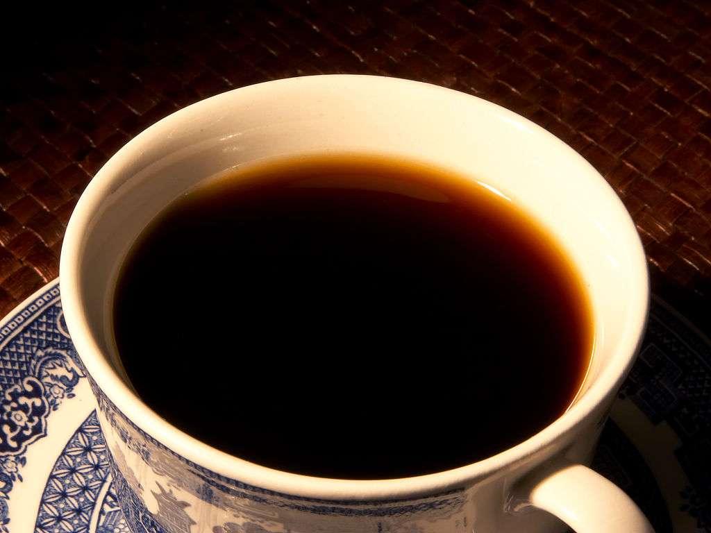 La caféine est utilisée depuis des millénaires pour ses propriétés psychoactives qui permettent de rester éveillé et concentré. Désormais, on boira peut-être du café pour prévenir au passage l'apparition de cancers de la peau ! © Jon Sullivan, public-domain-image.com, DP