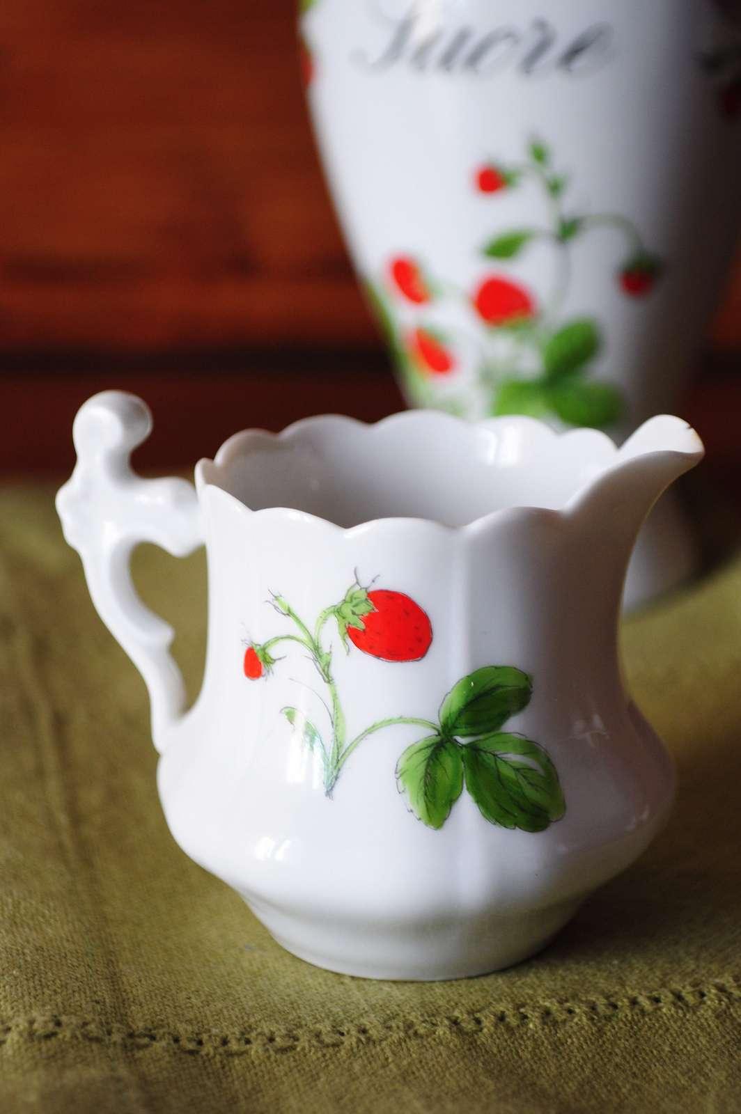 Exemple de porcelaine de Limoges. La production de porcelaine a longtemps été réservée à la famille royale, jusqu'à la Révolution. © fred_v, Flickr, cc by 2.0