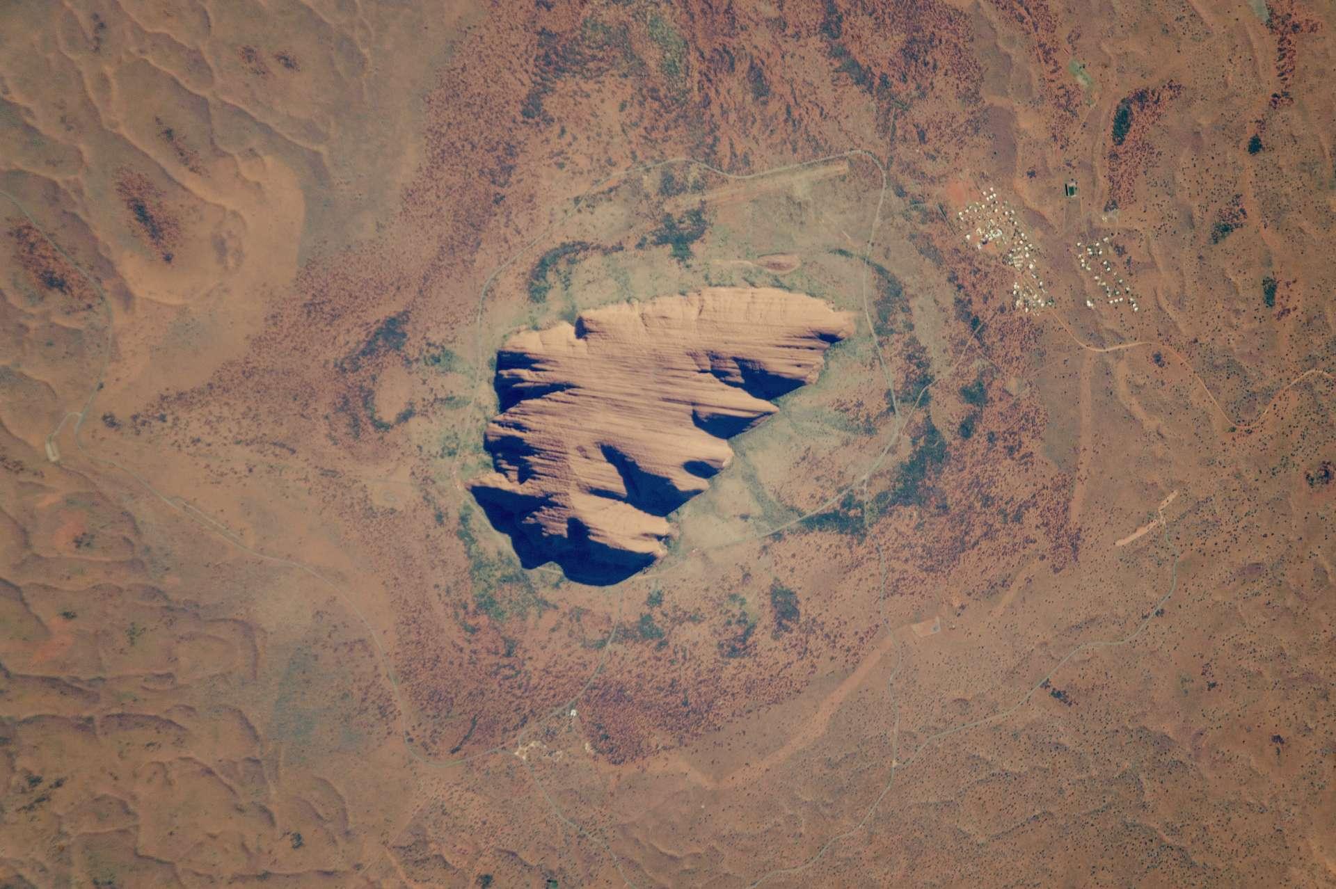 Le site d'Uluru a été classé au patrimoine mondial de l'Unesco en 1994 afin de préserver la culture aborigène. © Nasa