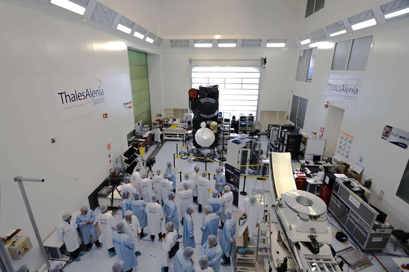 Le satellite Sentinel 3 présenté à la presse française et internationale quelques jours avant son départ pour son site de lancement, en Russie. © Rémy Decourt