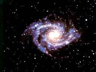 Une galaxie renferme de nombreux amas stellaireCrédit : http://members.aol.com