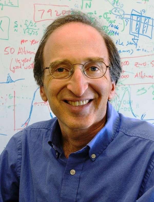 Le prix Nobel 2011 de physique, Saul Perlmutter, nous éclaire sur l'énergie noire. © Roy Kaltschmidt, LBNL