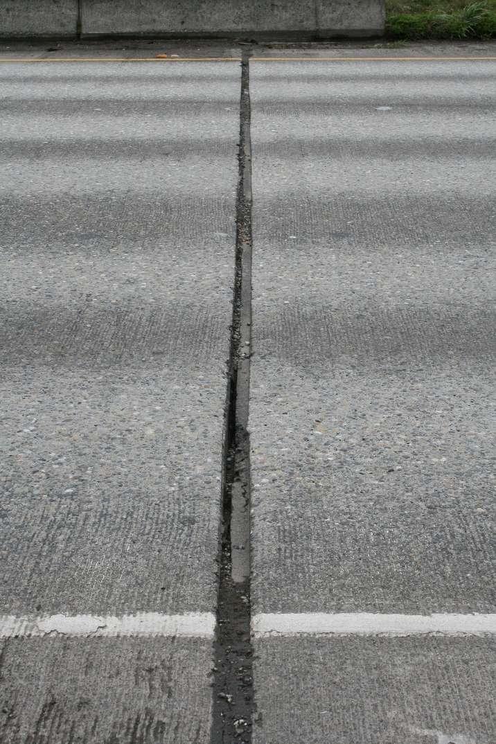 Un joint de dilatation sur une chaussée. © Washington State Dept of Transportation, CC BY-NC-ND 2.0, Flickr