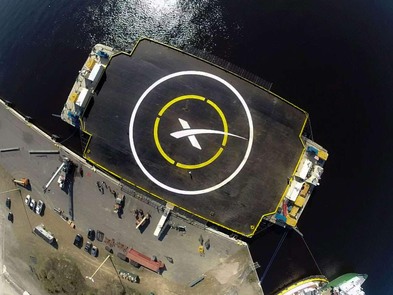 La plateforme de SpaceX sur laquelle va tenter de se poser le premier étage du lanceur Falcon 9. © SpaceX