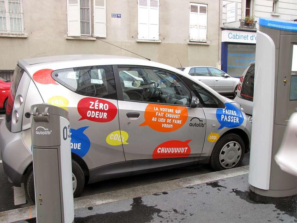 Les véhicules électriques ne produisent ni particules fines ni sons durant leur utilisation, si l'éventuel moteur thermique est à l'arrêt bien sûr. © Beedieu, Flickr, cc by nc sa 2.0