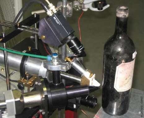 Détails du dispositif servant à soumettre une bouteille à des faisceaux de protons de 3 MeV. Crédit : Arcane-CENBG