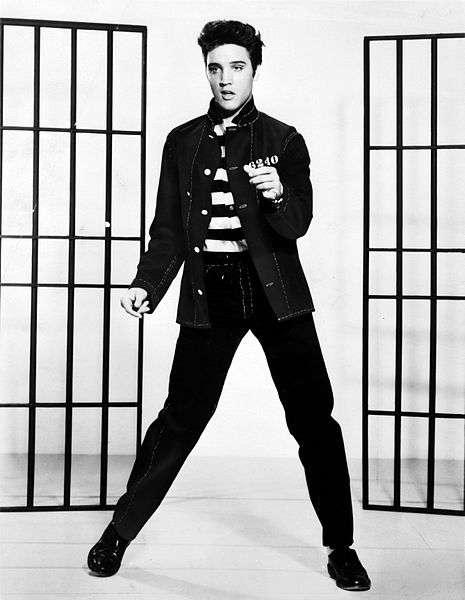 Elvis Presley, l'une des voix les plus célèbres du rock, est décédé en 1977 à l'âge de 42 ans à cause, on le suppose, d'une arythmie cardiaque. Comme 137 rockeurs de ces 50 dernières années, il est mort prématurément. La faute à sa carrière solo ? © MGM, Wikipédia, DP