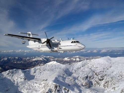 L'ATR-42 de Safire, instrumenté pour l'observation météo, comme le Falcon 20, au-dessus des Pyrénées. © Safire