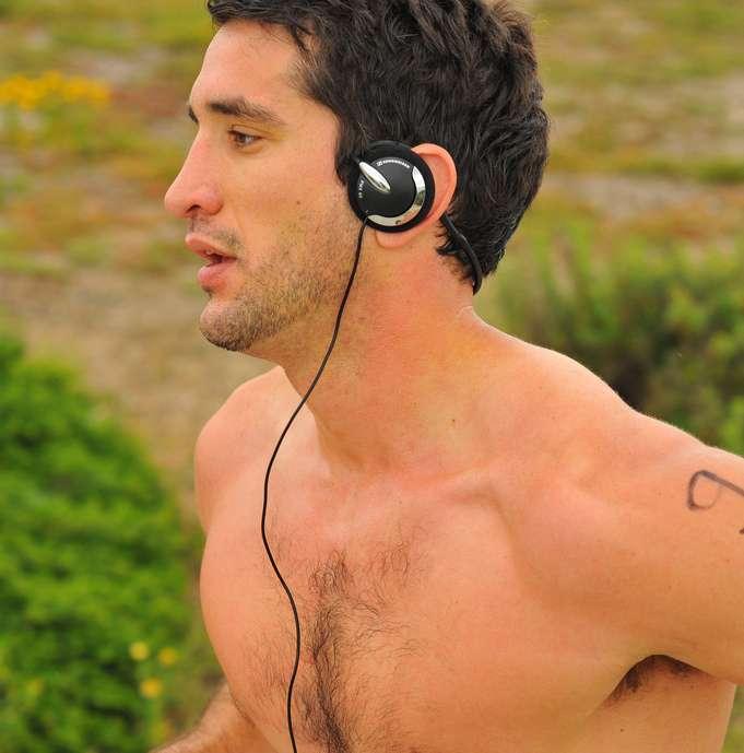 Selon cette étude, la musique faciliterait l'effort en améliorant l'efficacité des muscles. Il n'est donc pas superflu d'écouter son lecteur MP3 pendant un jogging. © Chris Hunkeler, Flickr, cc by sa 2.0