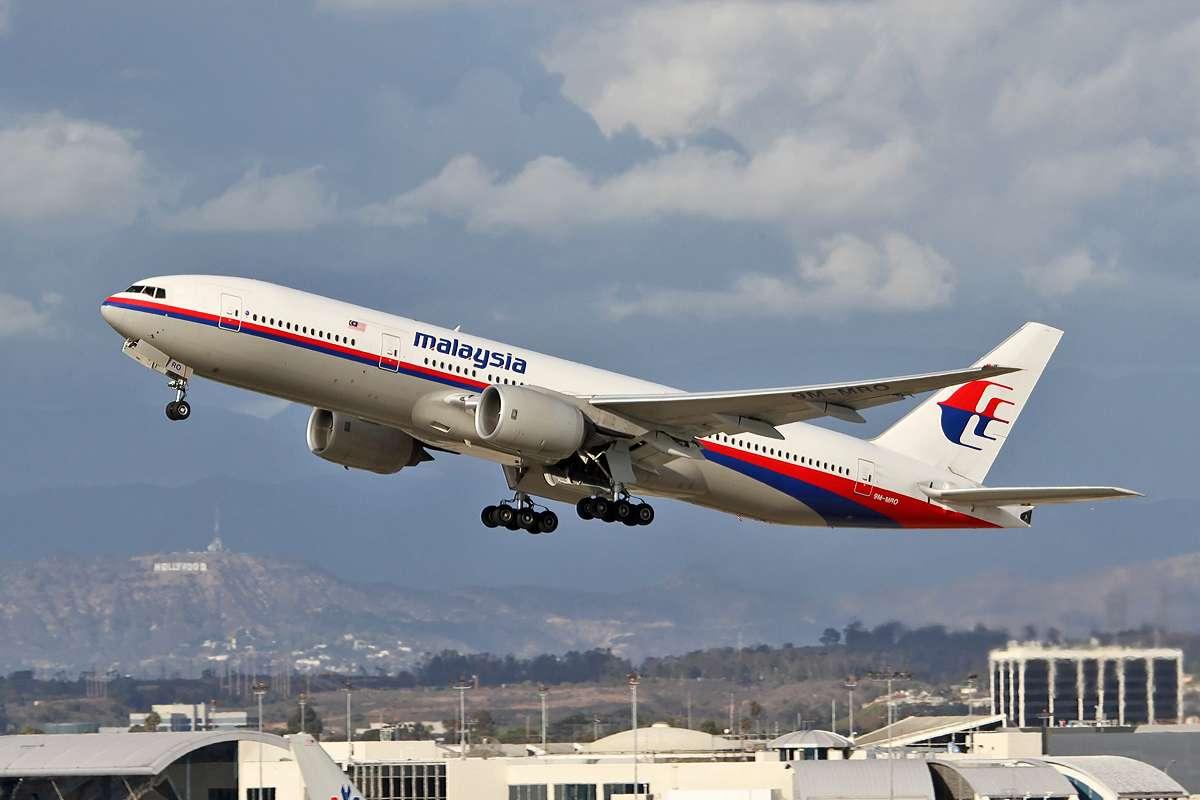 Le Boeing 777 de Malaysia Airlines un an avant sa disparition toujours mystérieuse dans le sud de l'océan Indien, avec 227 passagers et 12 membres d'équipage à son bord. © Paul Rowbotham, Wikimedia Commons, CC By-SA 2.0