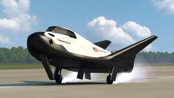La mininavette Dream Chaser de Sierra Nevada est un planeur spatial qui se base sur le système de transport HL-20 développé par le Langley Research Center de la Nasa au milieu des années 1980. Il sera lancé par une fusée Atlas V et se posera comme un planeur. © Sierra Nevada