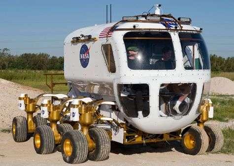Le véhicule d'exploration lunaire dans en pleine action ! Crédit Nasa