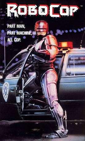 Robocop (ici l'affiche du premier film, sorti en 1987) est le personnage central de cette histoire. Un policier très gravement blessé reçoit une kyrielle d'équipements (dont ce qu'on appellerait aujourd'hui un exosquelette) qui en font un superflic. © DR