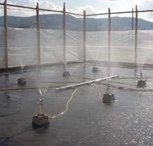 Mare d'évaporation : en milieu aride, le soleil concentre les sels à peu de frais. © Saltworks Technology