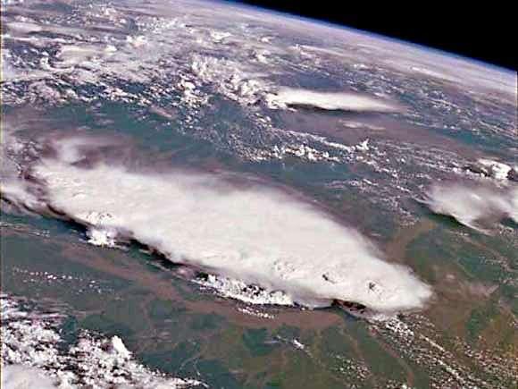 Nuage de mousson au-dessus de l'Inde. Crédit Nasa