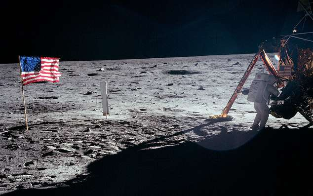 Neil Armstrong aux pieds du module lunaire Eagle en 1969. Un tel site historique doit être protégé. © Nasa/Apollo 11, Flickr, CC by 2.0