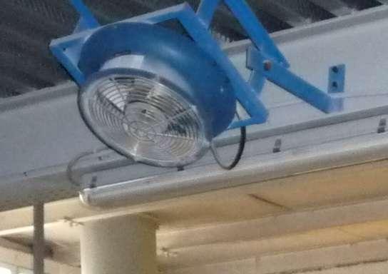 L'aérotherme est un appareil qui chauffe un lieu et qui est autonome. © Cjp24, CC BY-SA 3.0, Wikimedia