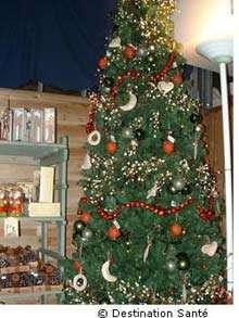Les décorations de Noël peuvent être dangereuses pour les enfants. © Destination santé