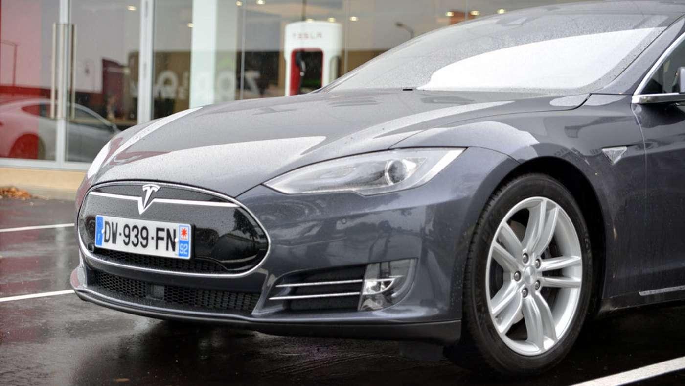 L'implantation de la marque nord-américaine Tesla date d'il y a un peu plus d'un an. Elle a récemment ouvert un espace de vente de 3.500 m² à Chambourcy dans les Yvelines. © Numerama