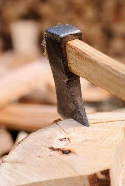 Le chauffage au bois se maintient à un faible niveau en Europe, avec de grandes disparités nationales. © Oksix, shutterstock.com