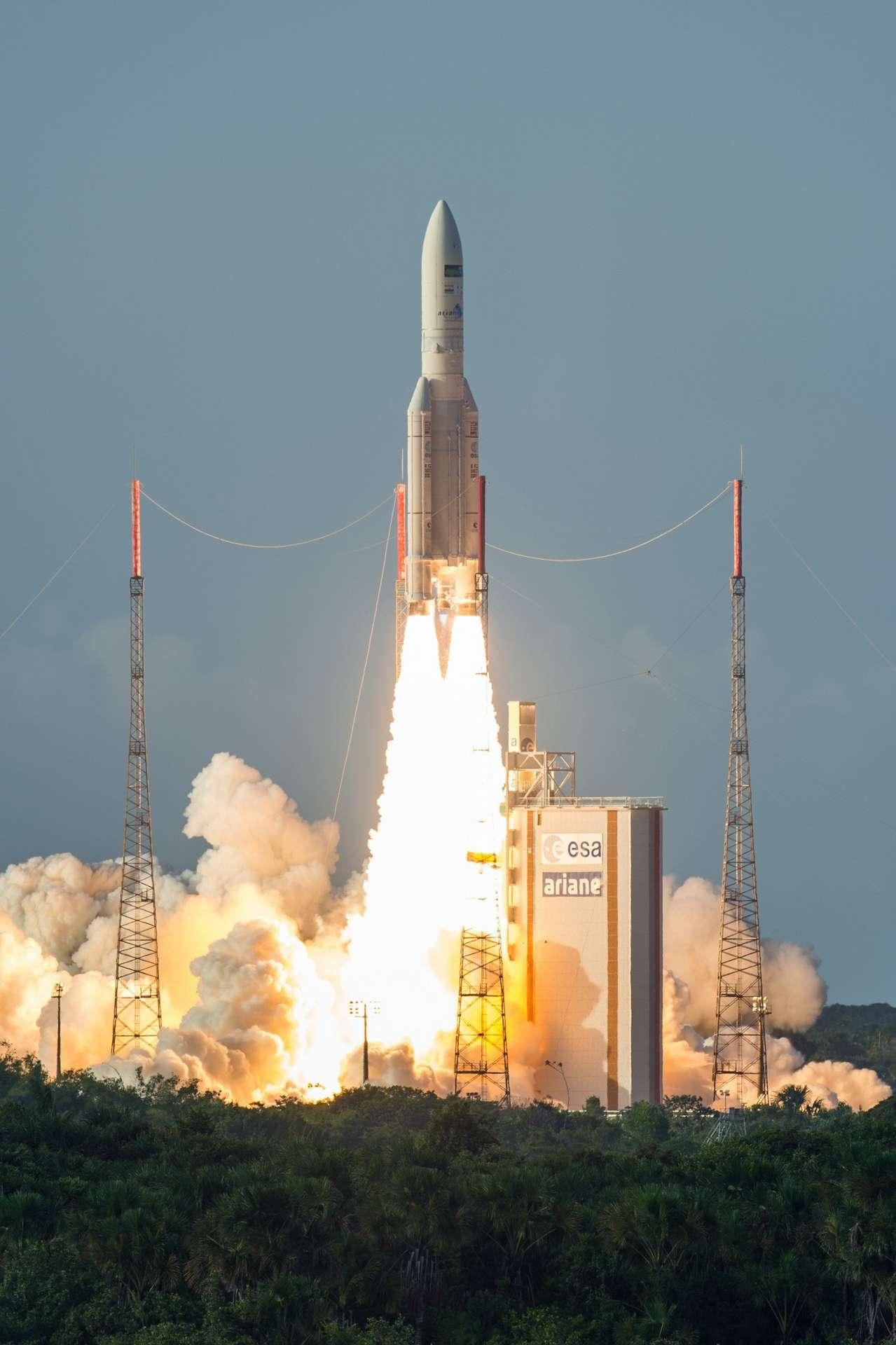 Une fusée Ariane 5 au décollage du Centre spatial guyanais à Kourou en 2016. © Arianespace