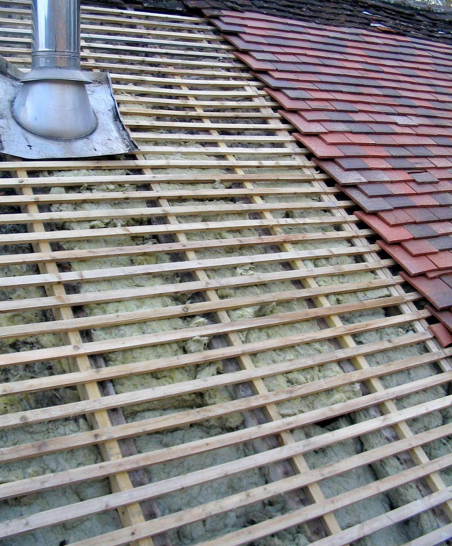Refaire sa toiture nécessite d'étudier les usages locaux pour une meilleure efficacité. © Patrick.charpiat, Wikimedia commons, CC BY-SA 3.0