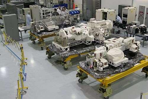 Les éléments de Dextre soigneusement emballés avant son expédition à Cap Canaveral. Même au sol, ils s'avèrent impressionnants ! Crédit Agence spatiale canadienne