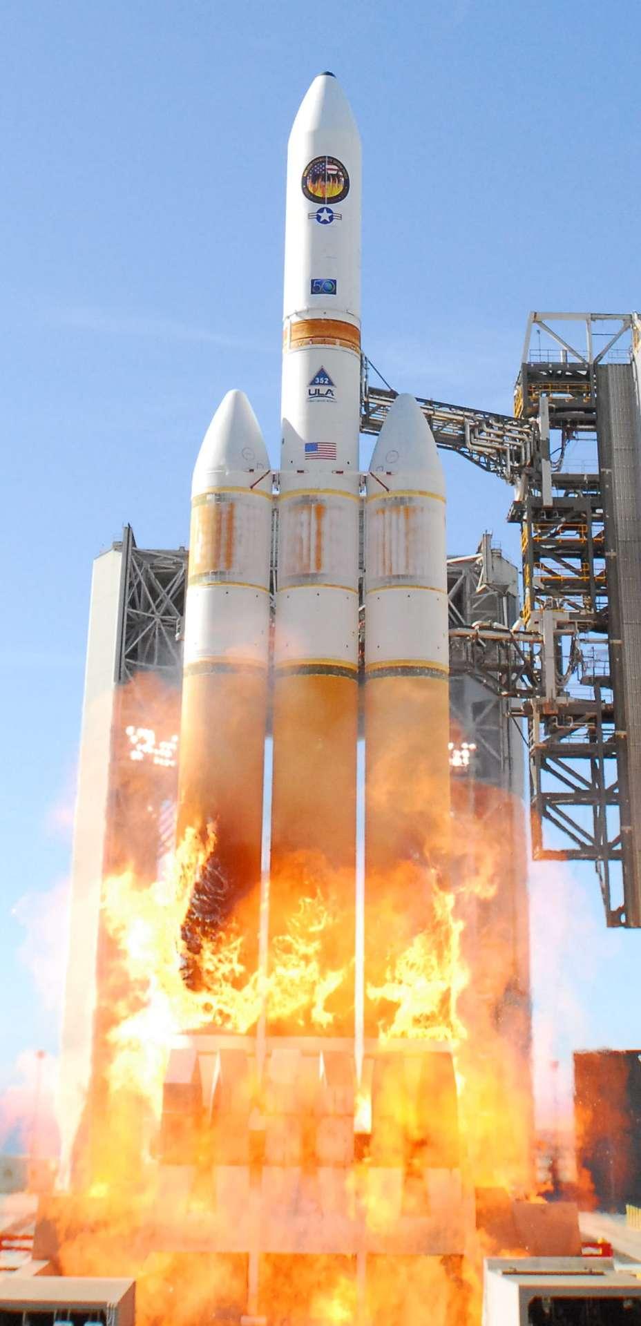 Lancement de Delta IV Heavy avec à son bord USA-224, satellite de reconnaissance américain, le 20 janvier 2011. Crédits DR.