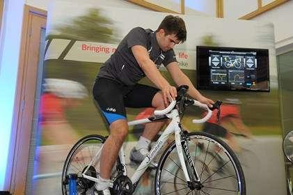 Depuis l'iPhone installé sur la potence du vélo, le cycliste peut notamment paramétrer les cadences maximale et minimale sur laquelle l'algorithme se cale pour gérer le passage des vitesses en fonction de l'effort qu'il détecte. © Cambridge Consultants