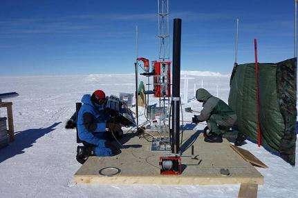 Le tube étanche dans lequel la sonde Subglacior descendra a été testé sur la base Concordia sur une profondeur de 100 mètres. © P. Possenti, CNRS, LGGE, IPEV