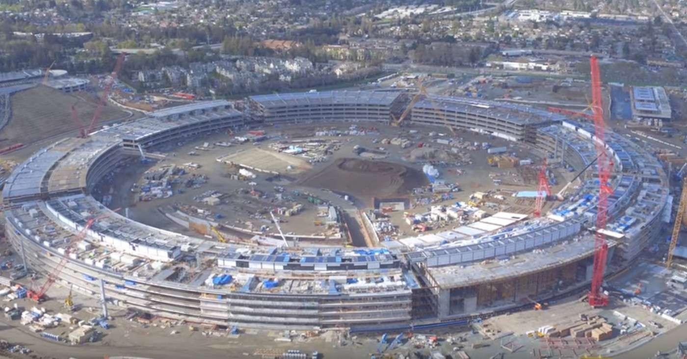 Voici où en est le chantier de construction du futur siège d'Apple, en Californie. Son inauguration est prévue début 2017. © Duncan Sinfield, YouTube (capture d'écran)