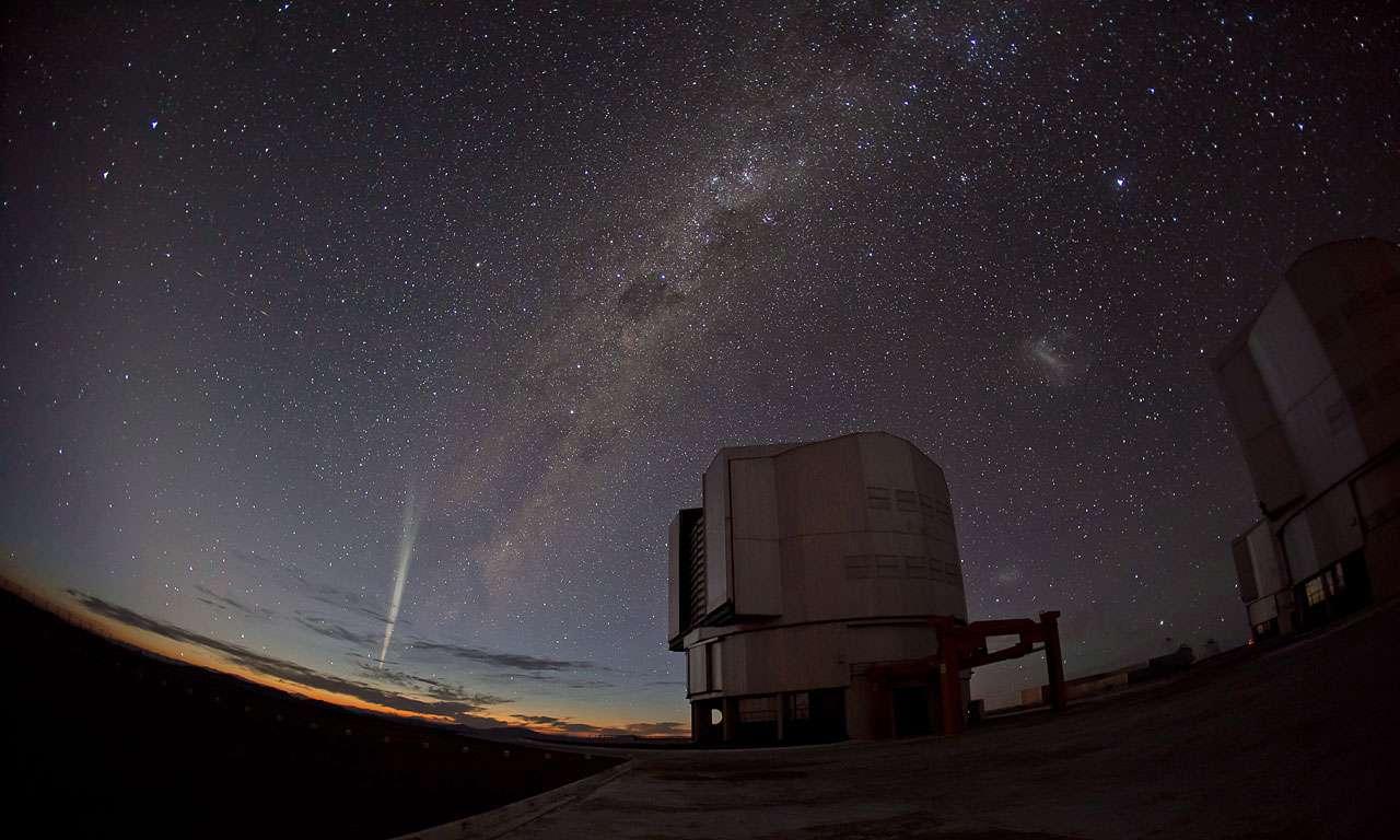 La comète Lovejoy photographiée le 22 décembre 2011 depuis l'observatoire de Paranal au Chili. © ESO/G. Blanchard