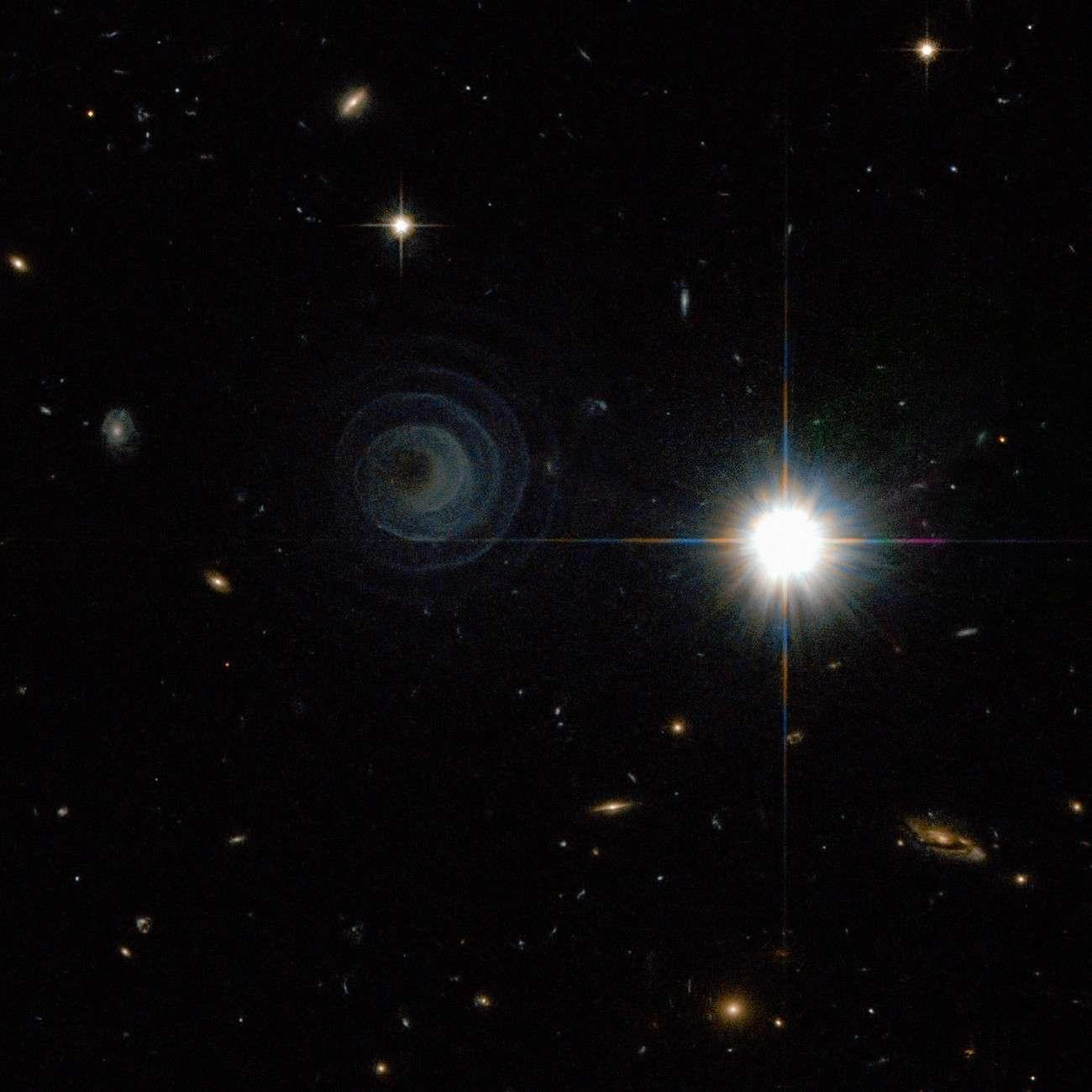 L'intriguante spirale de la nébuleuse planétaire Iras 23166+1655 se déroule à proximité d'une brillante étoile de la constellation de Pégase. Crédit Esa/Nasa/R. Sahai
