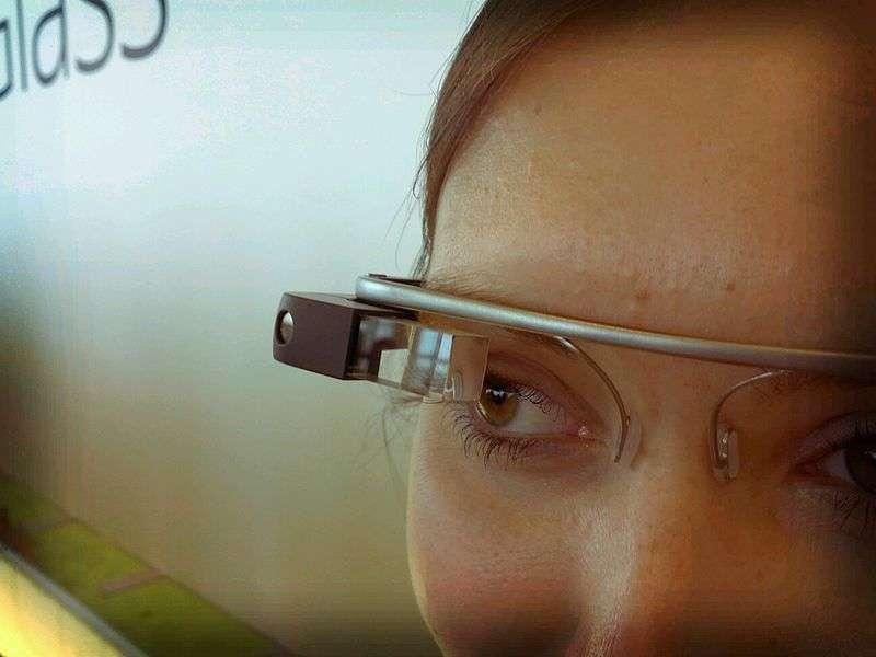Avant même d'être commercialisées, les Google Glass suscitent le débat. © Antonio Zugaldia, flickr, cc by 3.0