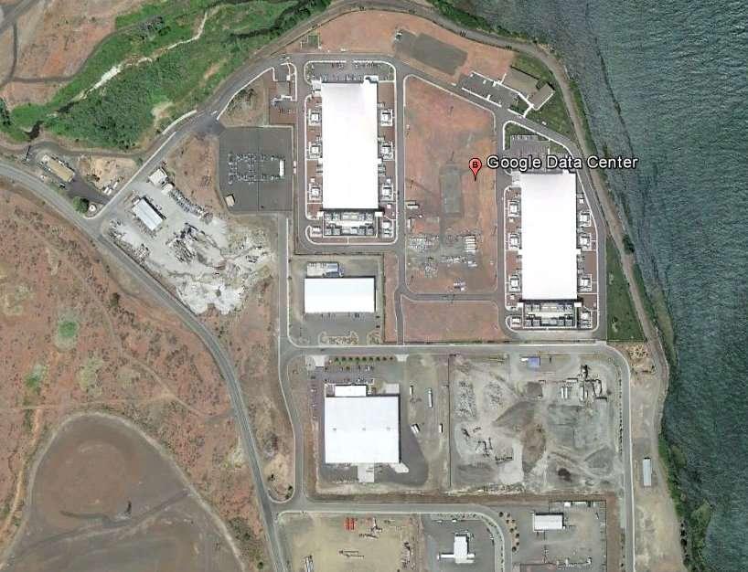 Les bâtiments abritant les serveurs de Google à The Dalles, dans l'Oregon. Les données semblant comme vaporisées dans le cloud se trouvent enregistrées quelque part sur un serveur. Il semble qu'un mauvais voisinage fortuit puisse être risqué... © image Google Earth