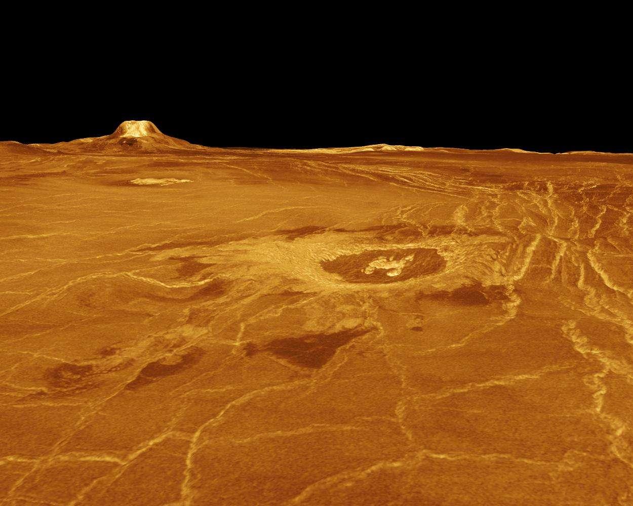 Cette image a été obtenue à partir des données radar de la sonde Magellan qui a observé et cartographier la surface de Vénus durant 4 ans (d'août 1990 à octobre 1994). Elle montre Eistla Regio avec à l'horizon Gula Mons. Les observations de Magellan ont permis d'établir que la surface de Vénus est globalement jeune, avec un âge moyen de quelques centaines de millions d'années tout au plus. En effet, on n'y observe que peu de cratères d'impact. On constate aussi que la surface est caractérisée par un volcanisme important, puisque toute la surface de Vénus est constituée de volcans, de coulées, de caldeiras et de dômes. Mais au cours des 4 années qu'ont duré les observations au radar de Magellan, ni panaches de cendres ni modifications notables de la surface de Vénus n'ont été détectés. Il y avait donc un débat sur la réalité d'une activité actuelle ou récente du volcanisme sur Vénus. © Nasa