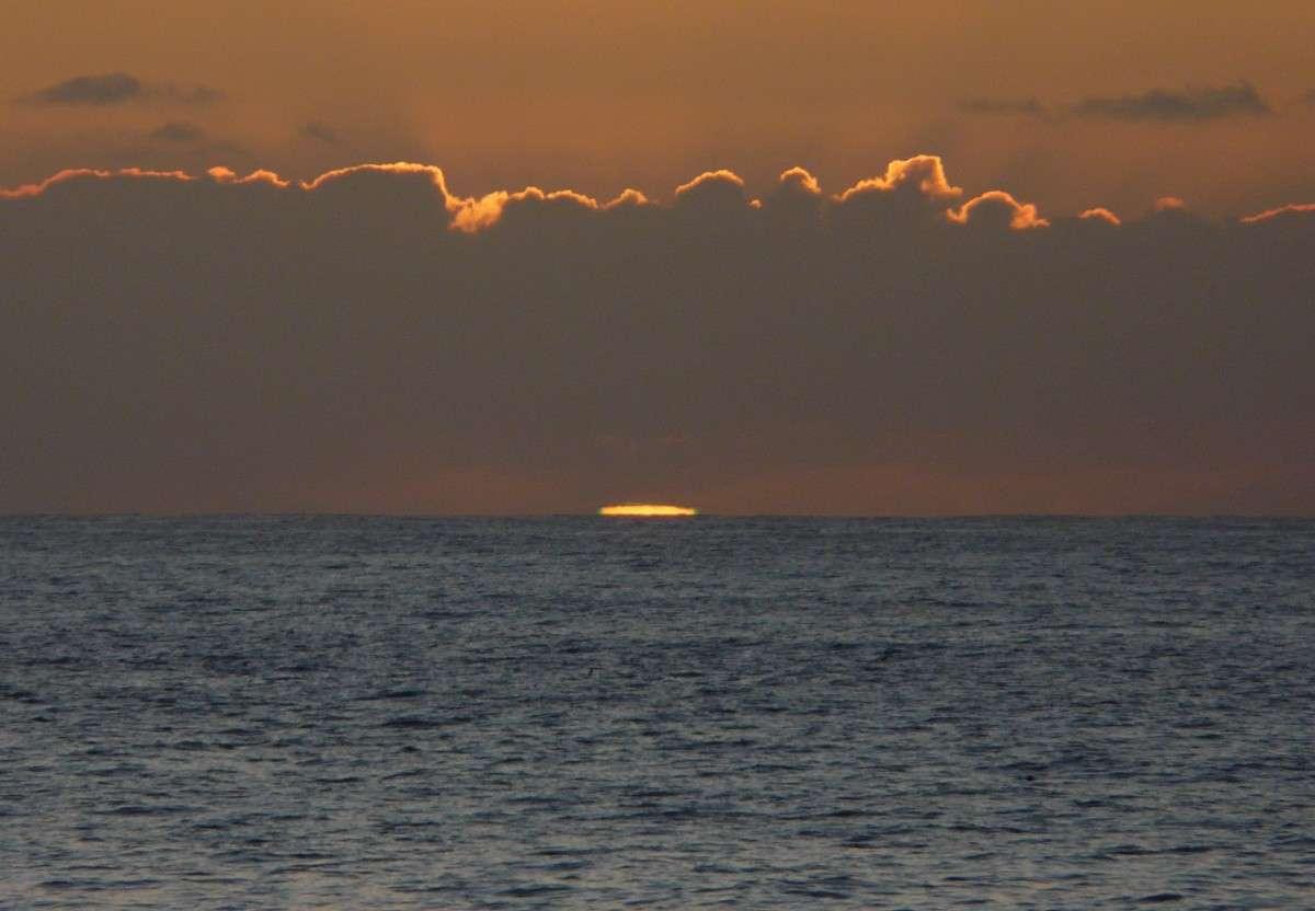 Avec Hartley 2, les astronomes ont désormais la certitude que les comètes ont pour beaucoup participé à la formation des océans terrestres. © J.-B. Feldmann (http://montreurdimages.blogspot.com/)