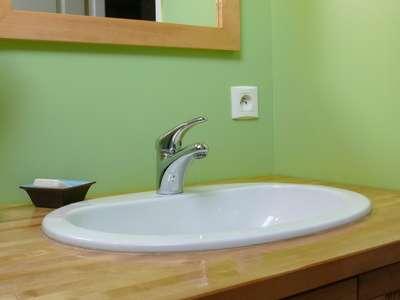 L'installation d'un lavabo est à la portée de tous. © Berdoulat Jerôme