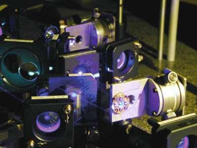 Ce dispositif de spectroscopie de fluorescence femtoseconde a permis de mettre en évidence divers effets de la lumière sur les bases d'ADN.© T. Gustavsson