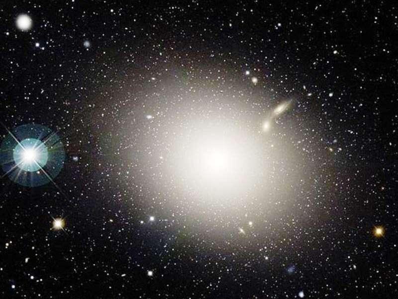 La galaxie elliptique M 87. Aussi appelée NGC 4486, elle est de type E0 dans la séquence de Hubble. © Canada-France-Hawaii Telescope, J.-C. Cuillandre (CFHT), Coelum