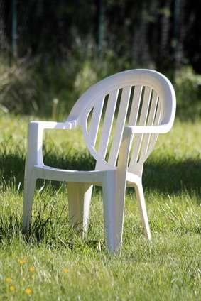 Chaise de jardin en plastique. © monregard